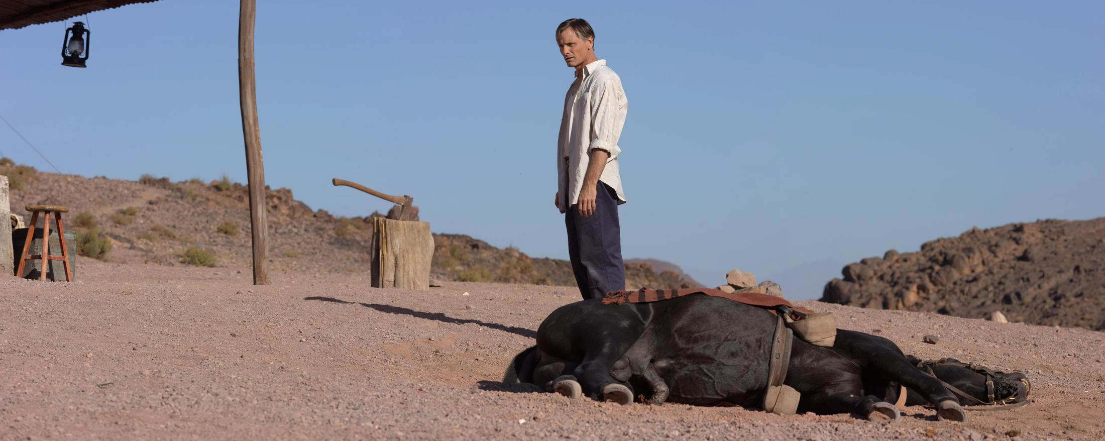 Fotograma de la película Lejos de los hombres