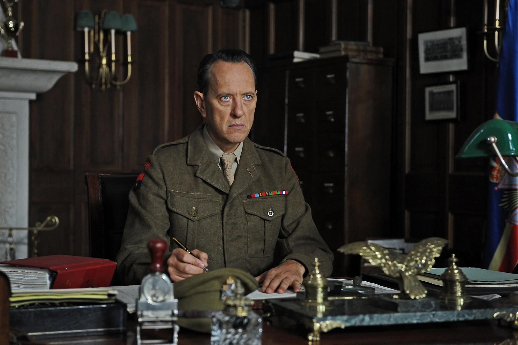 Fotograma de la película Reina y patria