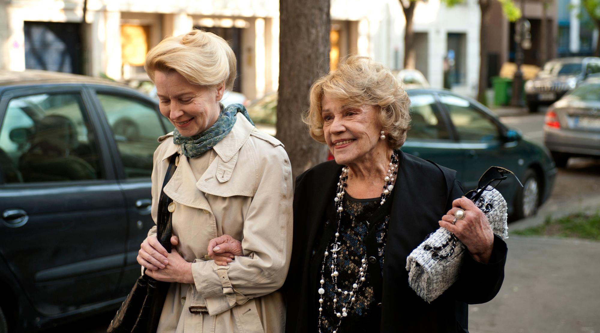 Click en PLAY VIDEO para ver el trailer de Una dama en París
