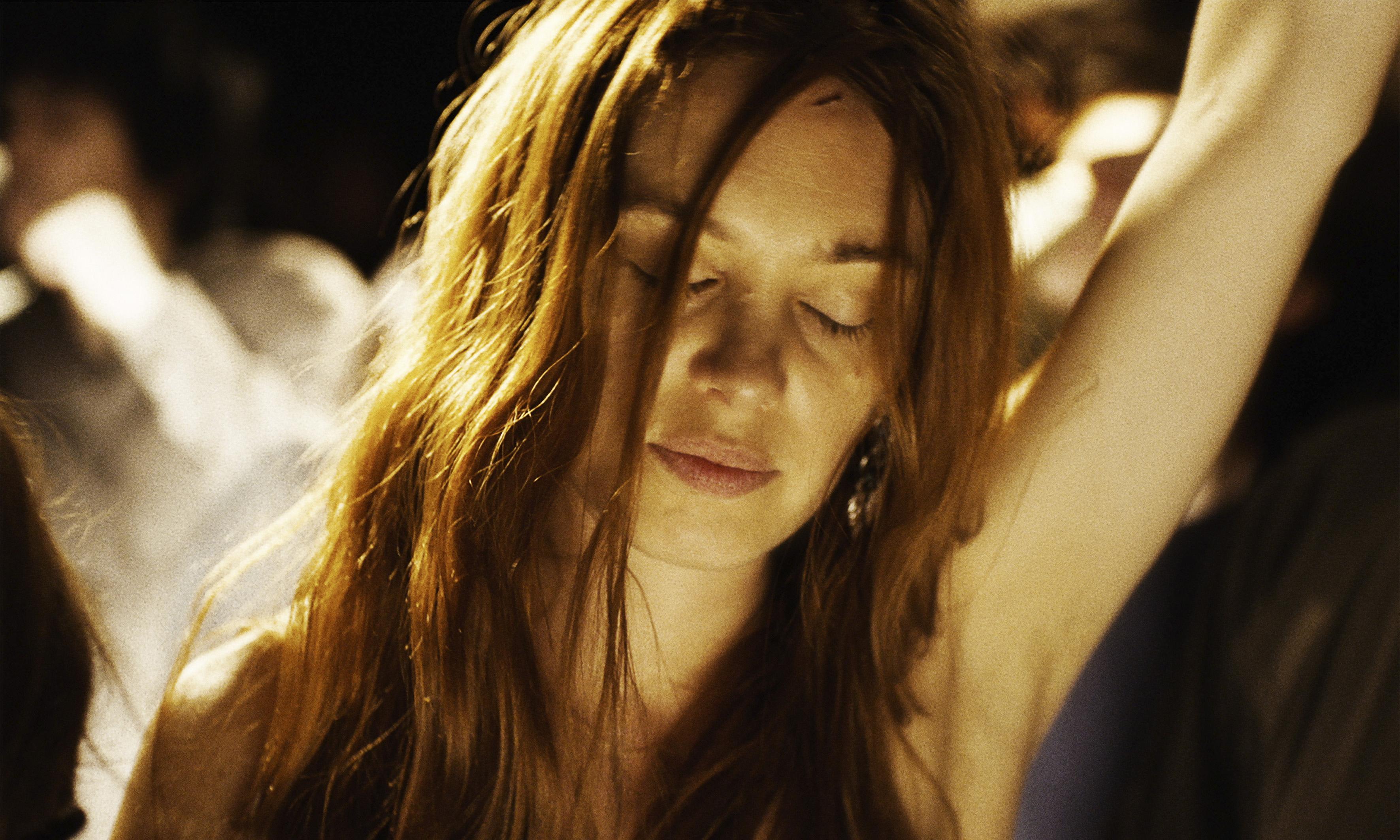 Click en PLAY VIDEO para ver el trailer de Bienvenida a Montparnasse